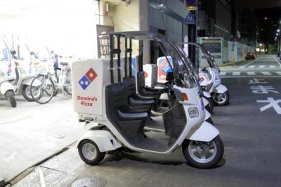 あるドミノ・ピザの店頭=東京都内