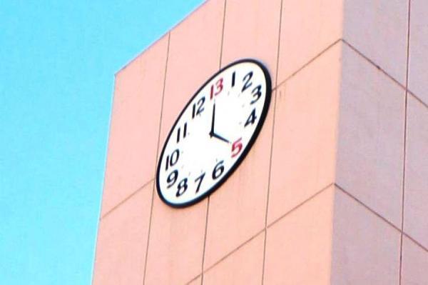 東京都新宿区高田馬場にある早稲田予備校の13時ホールにある「13時時計」