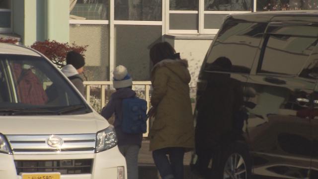 津波警報を受けて避難する人たち=KHB東日本放送