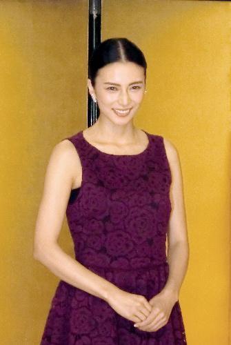2017年のNHK大河ドラマ「おんな城主 直虎」で主演する柴咲コウさん、紫のドレスに報道陣からため息が漏れた