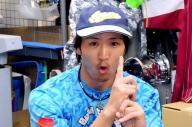 「クーニンポーズ」を披露するクーニンさん=朝日新聞