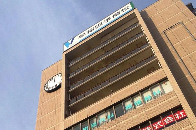 こちらは「早稲田予備校 西船橋校」に設置された13時時計