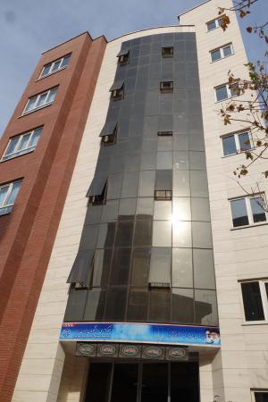 ISNA本社ビル。6階建てとなかなか立派です