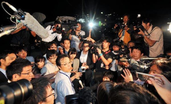 初の6歳未満の臓器提供では、富山大学病院の関係者が報道陣に経緯を説明した=2012年6月14日、富山市