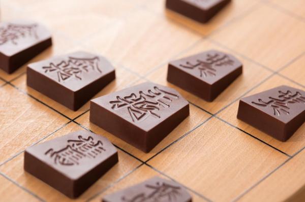 チョコで将棋の駒を再現した「Shogi de Chocolat(将棋 デ ショコラ)」