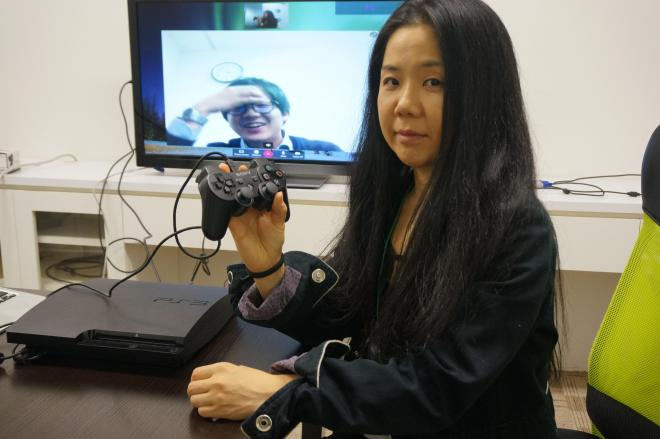 PS3をつなげばテレビ会議ができちゃいます=東京都港区のエスキュービズム