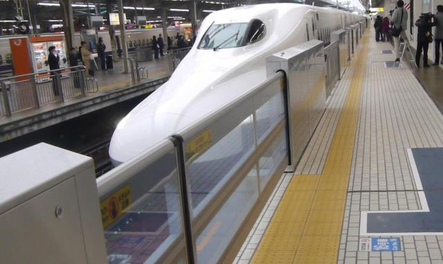 東海道新幹線新大阪駅のホームドア