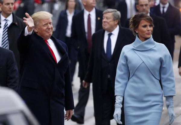 就任パレードに参加するトランプ大統領とメラニア夫人