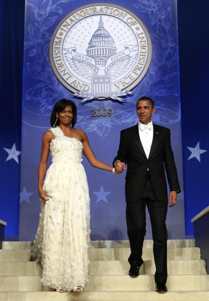 大統領就任式後の舞踏会で、台湾出身のデザイナージェイソン・ウーのドレスを着たミシェル・オバマさん=2009年