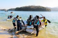 2015年のウィンターキャンプ。自分たちで作ったいかだで無人島から脱出する