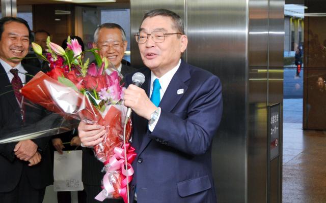 職員らにあいさつするNHKの籾井勝人会長
