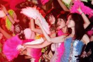 2008年に一夜限りで復活した「ジュリアナ東京」のお立ち台で踊る女性たち