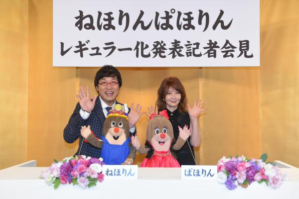 MC役を務めている山里さんとYOUさん=NHK提供