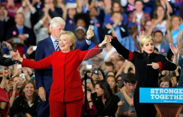 クリントン氏の応援に駆けつけたレディー・ガガ=ロイター