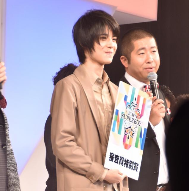 ジュノン・スーパーボーイ・コンテストで審査員特別賞を受賞しはにかむ副島和樹さん