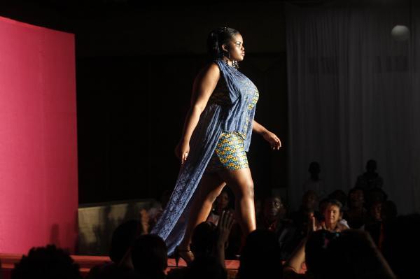 コートジボワールの首都アビジャンで開かれたファッションショー=2013年