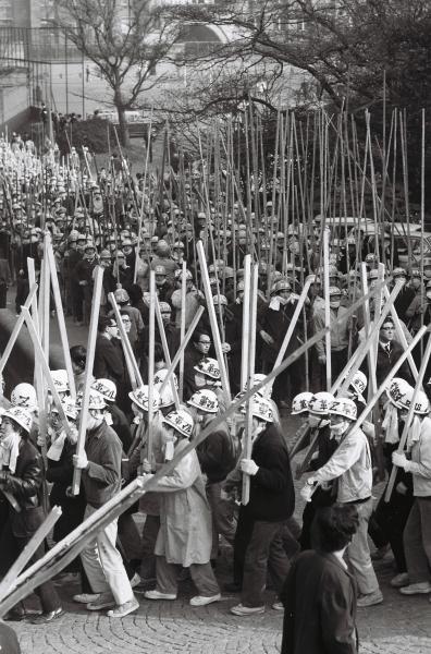 東大紛争時の構内デモ