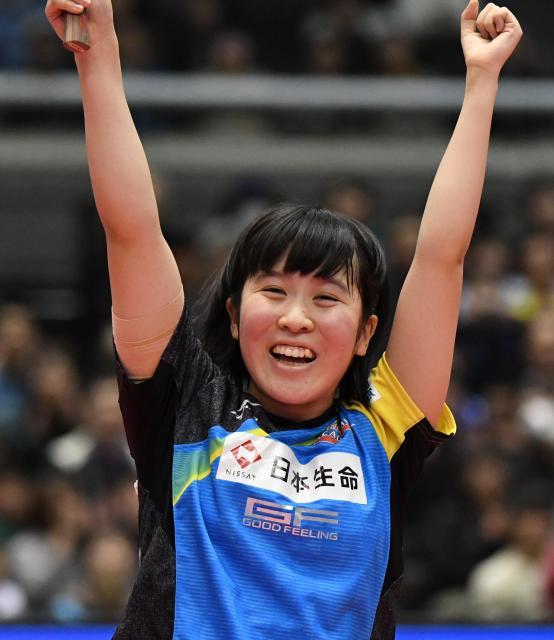 全日本選手権を制してガッツポーズの平野美宇選手
