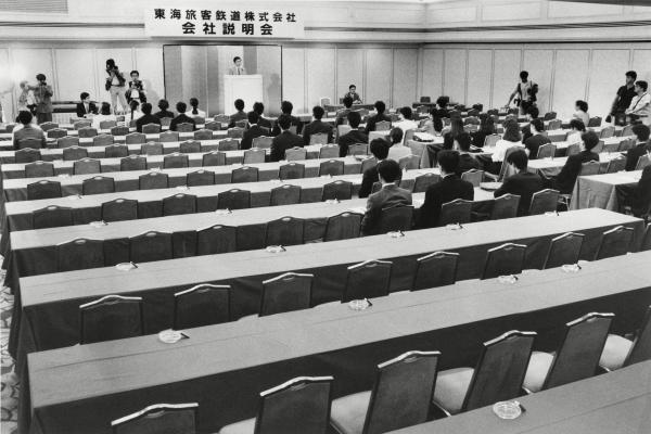 就活解禁日の会社説明会はガラガラ。超売り手市場すぎて、就活解禁日にはすでに内定をとっている学生が多かった。