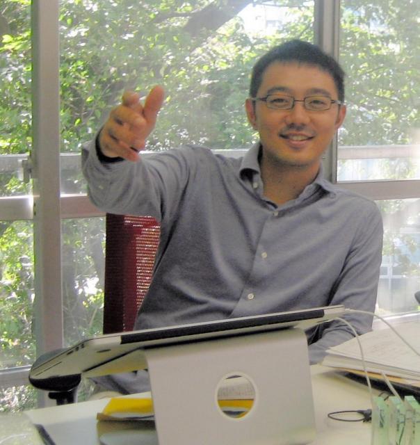 2012年、コルクを設立したころの佐渡島庸平さん=東京都渋谷区