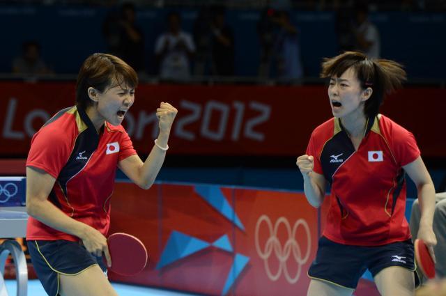 ロンドン五輪で銀メダルを取った日本女子。平野早矢香(左)と石川佳純のペア
