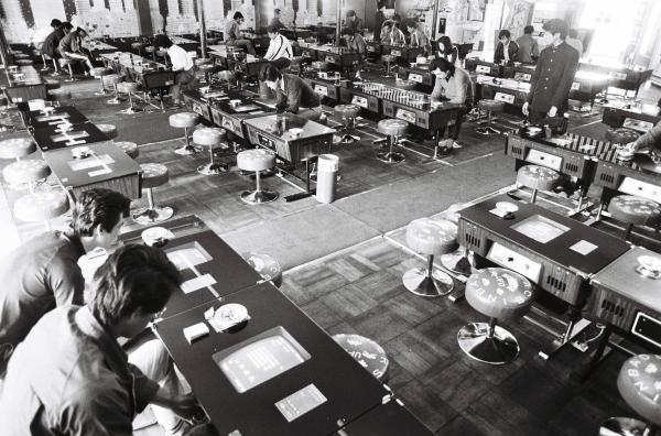 バブル世代が子どもの頃に一世を風靡したインベーダーゲーム。大学の構内にも設置された