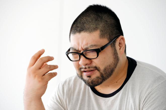 質問が出ない囲み取材…そこで生まれたのが「髭島三郎」だった