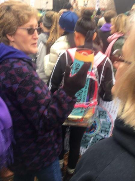 クリアバッグで参加した女性
