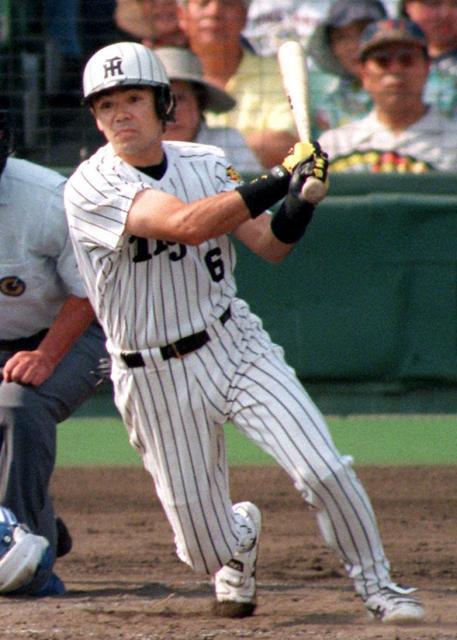 現役時代の和田豊さん。自在にバットを操った=1998年、阪神甲子園球場
