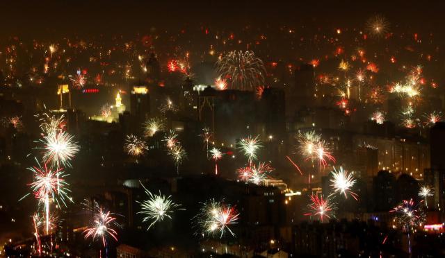 年越しの夜を祝う花火=2009年1月26日、北京