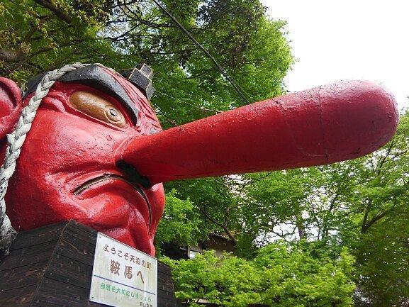 鞍馬駅に設置された天狗の像