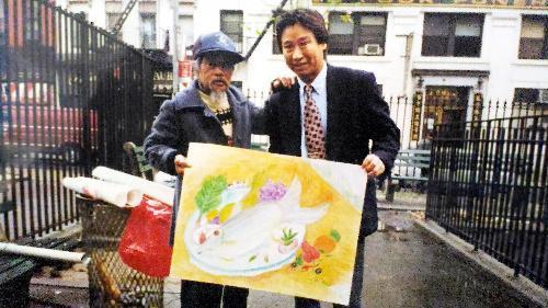 ジミー・ミリキタニさん(左)と交流のあった坂本穣治さん=ニューヨーク、坂本さん提供