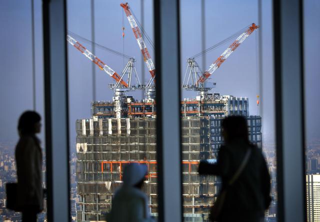 2005年12月、六本木ヒルズの展望台の窓から見えた防衛庁跡地に建設中の超高層マンション