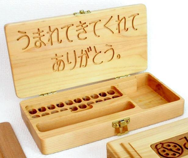 ヒノキ材で作られた乳歯を入れるケース=ツィメルンイトウ提供