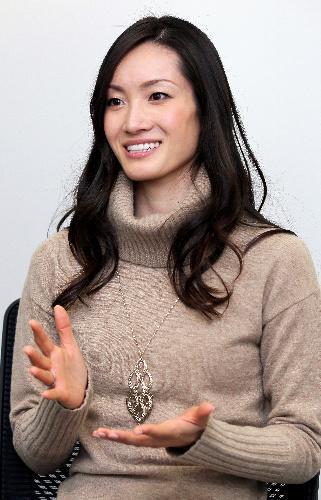 第1回「歯が命アワード」に選ばれた荒川静香さん=2013年12月12日、竹谷俊之撮影