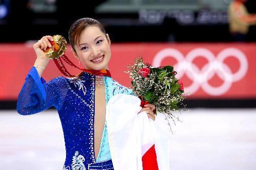 トリノ五輪女子フィギュアスケートで金メダルに輝いた荒川静香さん=2006年2月23日