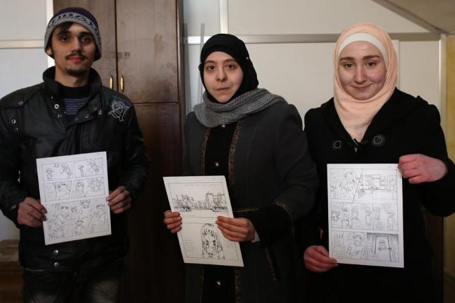 オリジナルの漫画を描くアレッポ大学の学生たち。画材などを日本から援助してもらったそうです。写真中央の女子学生、バスマさんは「悩みや喜びなど、シリア人の思いをマンガで表現したいです」と日本語で説明してくれました