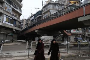 シリアで見た「雑過ぎる」国境線  陸橋くぐったら戦場だった…