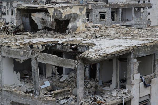 アレッポ東部のマサケン・ハナノ地区では多くの建物が空爆や砲撃で破壊されていた=2017年1月9日、シリア、矢木隆晴撮影