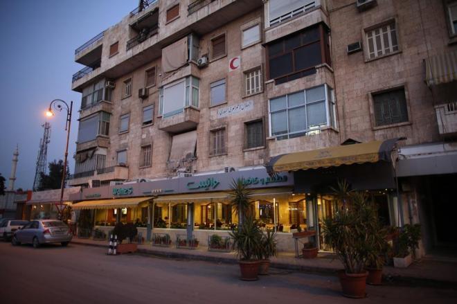 1月9日、アレッポ西部のシリア料理のレストランへ。フツーに営業しているのが変な感じですが、「東」と「西」では完全に状況が異なっています