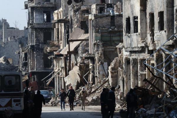 旧市街ではがれきを片付ける作業が続いていた=2017年1月10日、シリア・アレッポ、矢木隆晴撮影