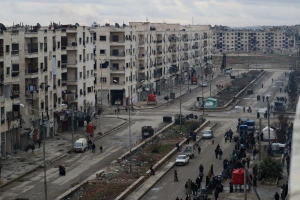アレッポ東部のマサケン・ハナノ地区。空き家となった集合住宅で避難民が生活を始めていた=2017年1月9日、シリア、矢木隆晴撮影