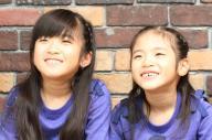 関連チャンネルと合わせ視聴回数50億回を超えたYouTube「Kan & Aki's CHANNEL」のかんなさん(左)とあきらさん=熊本市内の自宅