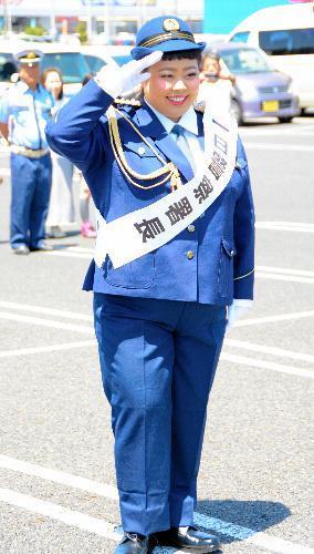 茨城県警石岡署の一日警察署長を務めたタレントの渡辺直美さん=2015年5月11日