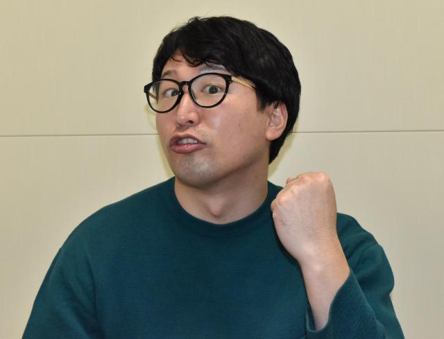 マンガ「ROOKIES」っぽいポーズをとるセブ山さん。監視ママの息子は、キメ顔がいちいちROOKIES風なのだという