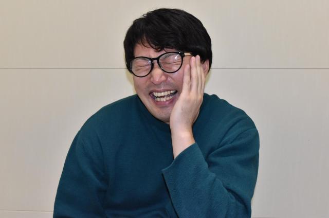 RIKACOっぽく笑うセブ山さん。監視ママの息子の彼女は、いつもこんな感じのキメ顔