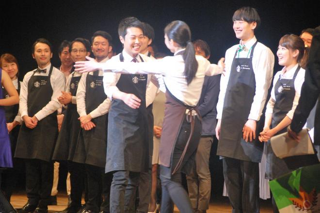 前任のアンバサダーから祝福される坂本大輔さん