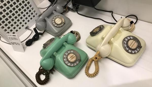受話器は一つ、ダイヤル二つの「ボースホーン」=てれふぉん博物館