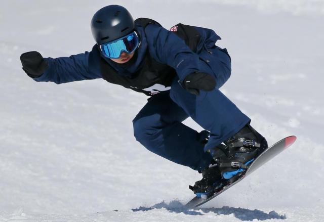 障害者スノーボードの全国大会のスノーボードクロスで2連覇を果たした緑夢さん=竹谷俊之撮影