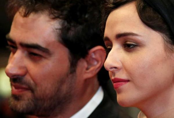 俳優のシャハブ・ホセイニさん。隣はイランの女優のタラネ・アリシュスティ
